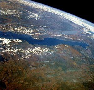 480px-STS51G-034-0012_Lake_Tanganyika_June1985