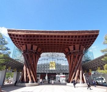 金沢駅の門