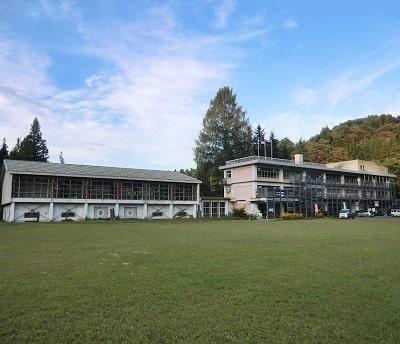 学校に泊まれる宿|新潟県上越市の月影の郷を訪ねて